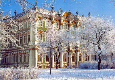 El museo Hermitage es uno de los museos mas famosos y grandes del mundo, se encuentra en el Palacio de Invierno. Situado en el corazón de San Petersburgo, se caracteriza por su arquitectura barroca rusa de mediados del siglo XVIII.