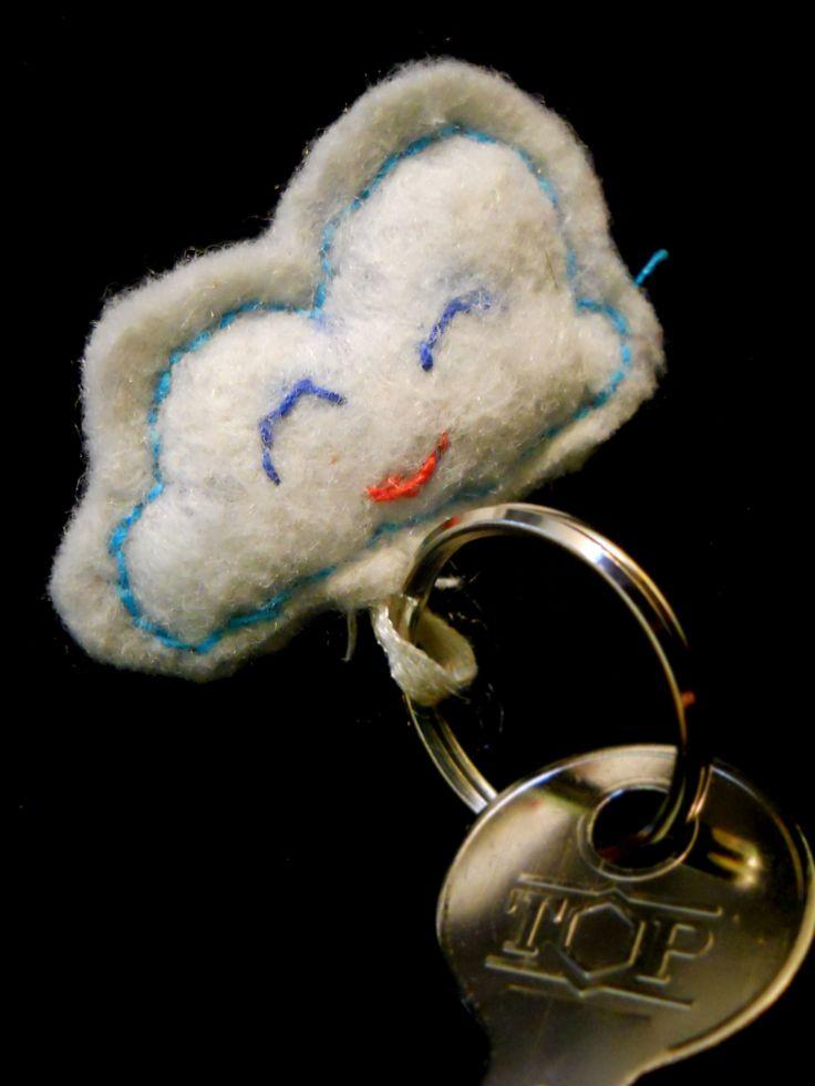 (felt) happy cloud keyring
