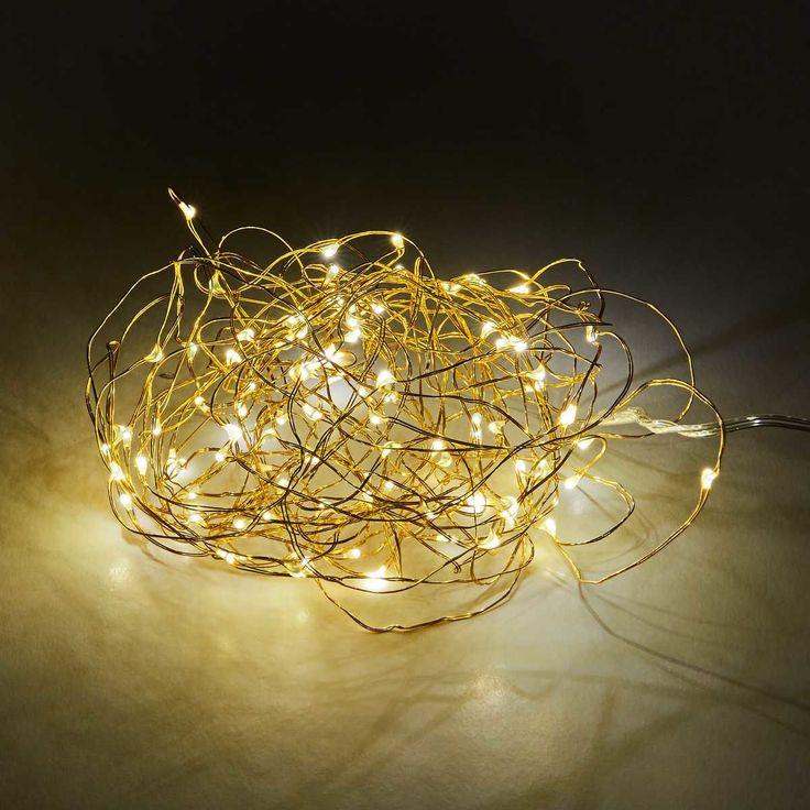 Moderne LED-Technik und 100 funkelnde Lichter in edlem Gold: Mit diesem Bright Nights LED Lichterdraht verwandeln Sie Ihre kreativen Ideen in individuelle Highlights - das ganze Jahr über und natürlich zu Weihnachten. Weitere Varianten erhältlich.