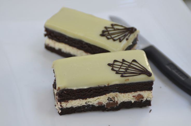 Cookies and Cream Slice. Looks good, tastes even better #cookiesandcream #cake #specialitycakes