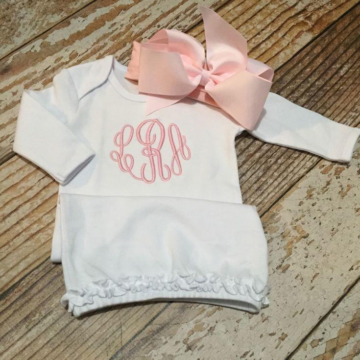 Monogrammed gown and bow, baby girl coming home outfit, newborn pictures, hospital outfit by skkilby21 on Etsy https://www.etsy.com/listing/245615770/monogrammed-gown-and-bow-baby-girl