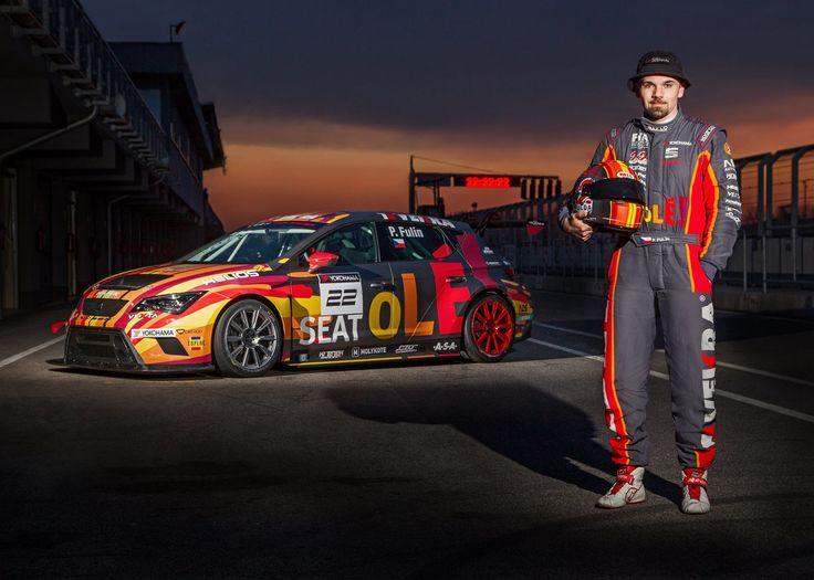 Noční fotografie SEAT Leon Cup Racer s Petrem Fulínem na Slovakiaringu. Foto: Petr Frýba