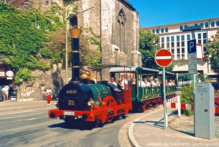... trenino turistico per city tour - Regensburg (D) - 10 ago 1985 - © Umberto Garbagnati -