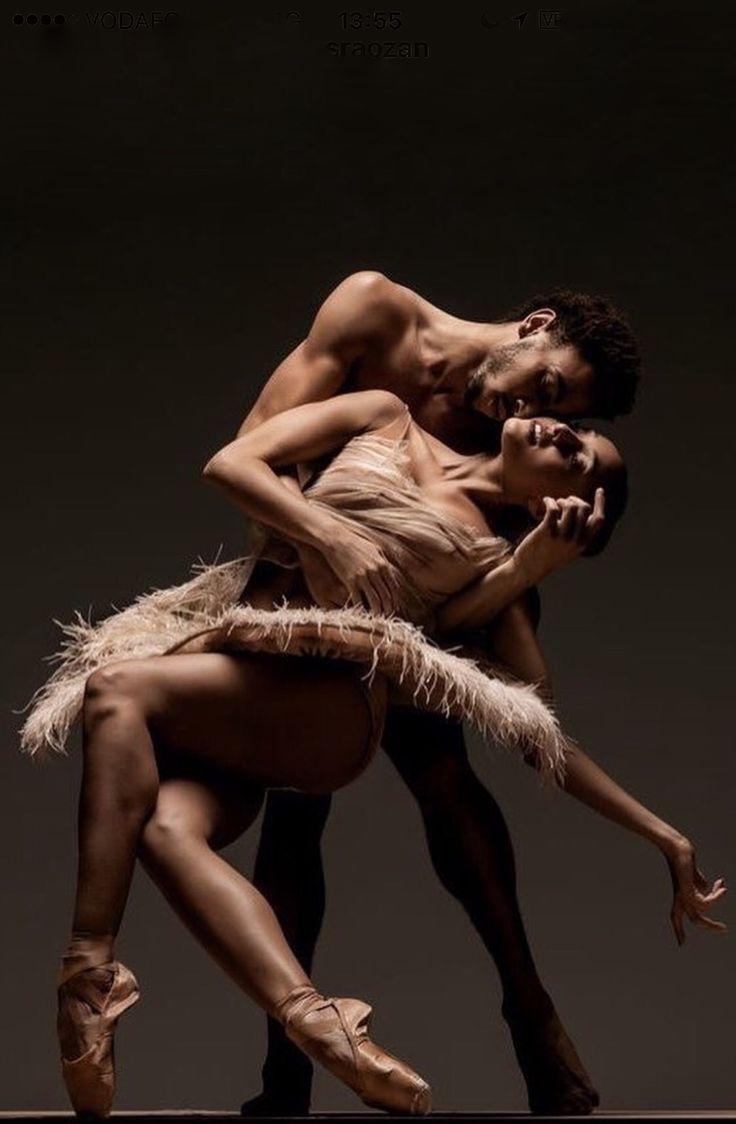 танцуют голые секси девки рюмки коньяк поздравив