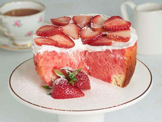 Crock Pot Strawberry Cream Cake