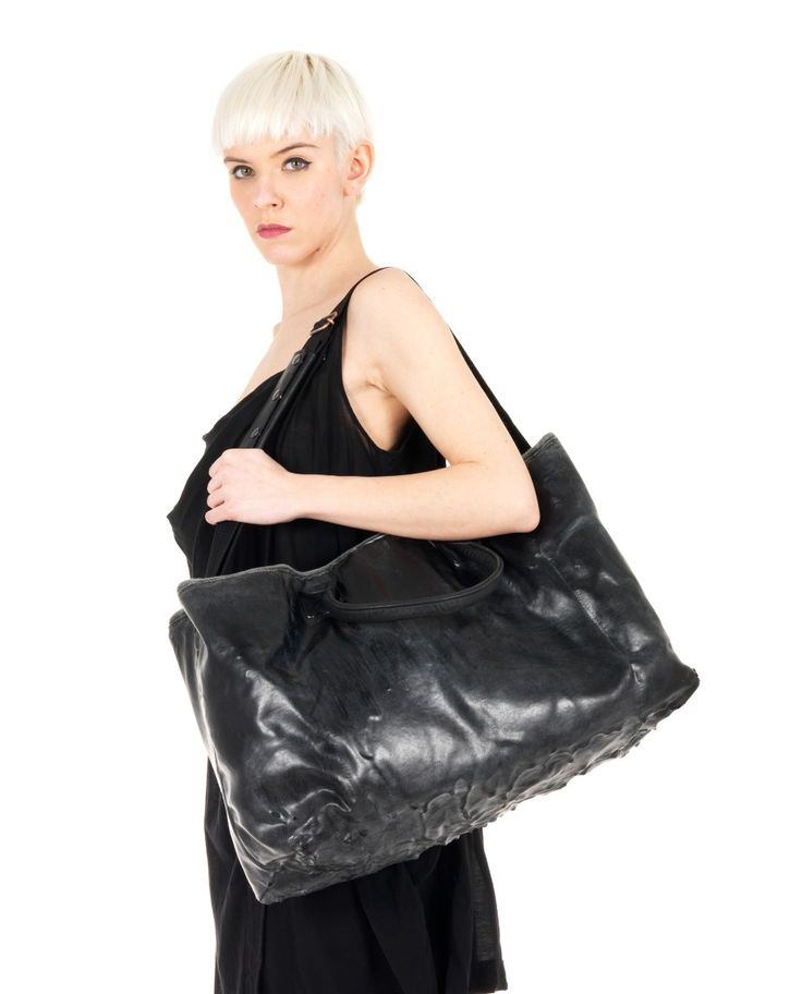 O.X.S. RUBBER SOUL Black leather tote bag worn out look with leather handles adjustable and removable shoulder straps one inner zippered pocket rubber layer on the lower part top zipper closure Size: 62x33x17