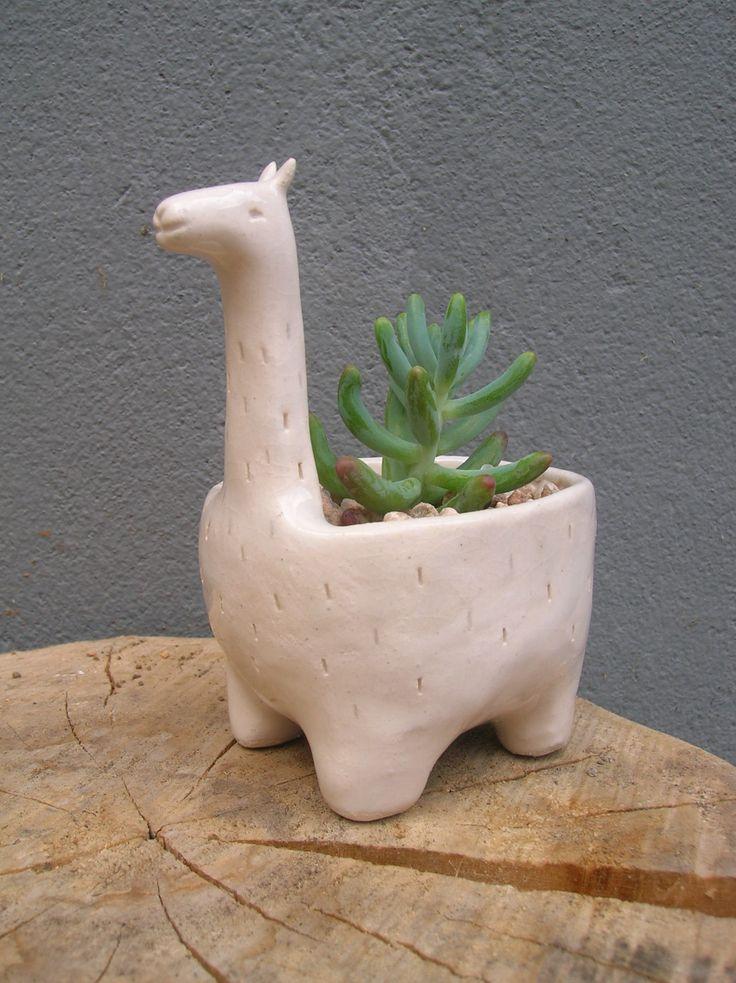 Maceta de cerámica llama Verde cactus  https://www.facebook.com/verdecactusceramica/?fref=ts