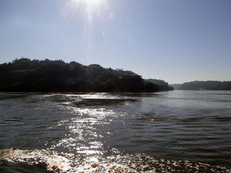<p>Ubicada en la costa oriental del Paraná, Santa Elena posee 4 kilómetros de costa que forma un balcón natural hacia el río. Una joya con atardeceres memorables. </p>