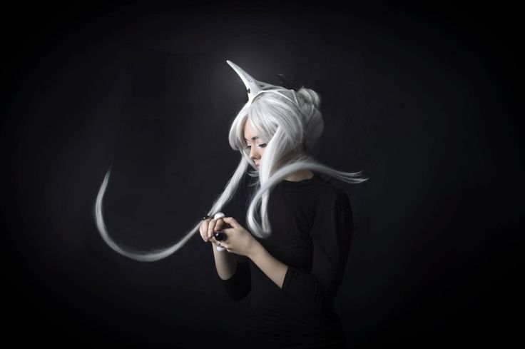 Turning her attention to kids with ADHD, tech fashion designer Anouk Wipprechtcreated a bio-sensing unicorn wearable headset.