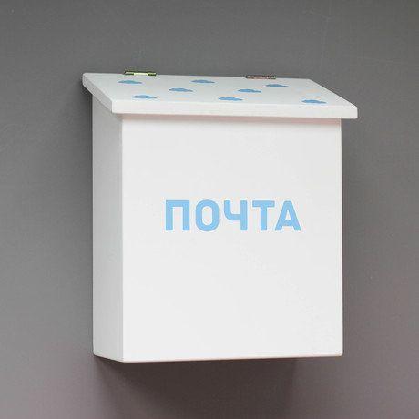 Почтовый ящик изготовлен из безопасных для детей материалов - натурального дерева и акриловой краски без запаха. Может крепиться на стену или стоять на ровной поверхности (крепление входит в комплект).