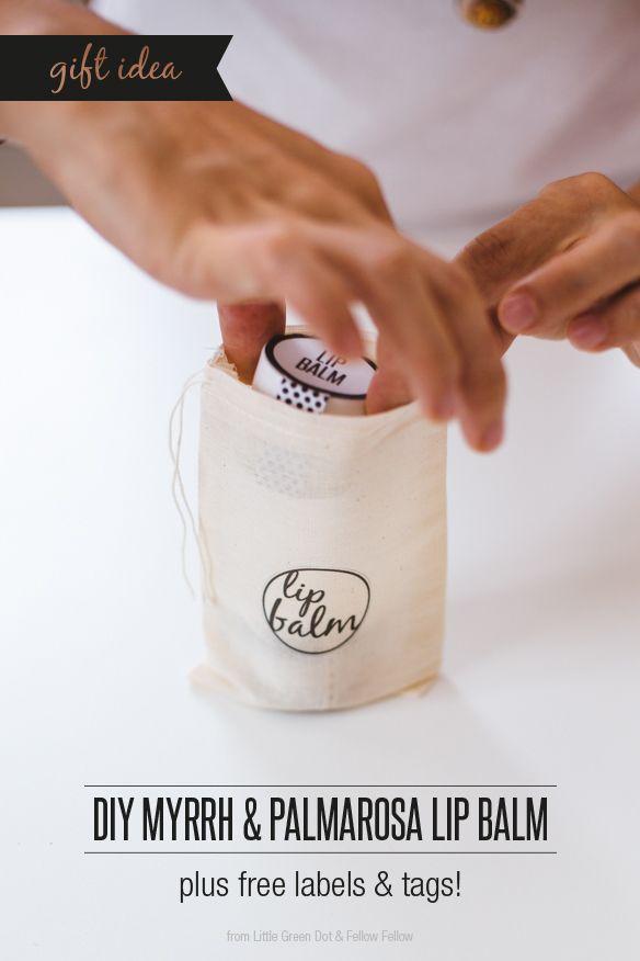 Baume à lèvres DIY - 2 c.s. de beurre de karité - 2 c.s. d'huile d'amande ou de coco - 1 c.s. de cire d'abeille - 2 gouttes d'huile essentielle de myrrhe - 3 gouttes d'huile essentielle de palmarosa