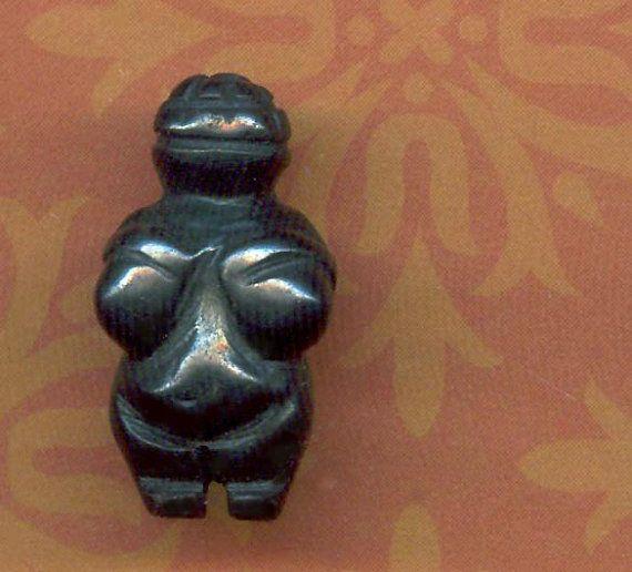PERLE de Vénus de Willendorf sculpté déesse par ChristinesCache