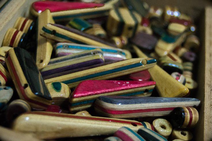 #treze13s #skatecrafts #pendant #cinquantacinquanta #willshopvlc #valenciaskate #skatespain #skate #skatejewelry #longboardspain #longboardlifetyle #skatelife #skateboard #skateboarding #sk8 #artesanal #handmade #notmadeinchina #reciclaje #recycle #recycledskateboards #bisuteria #skateworks #handwork #woodjewelry #Skateboardjewelry #skategirl #skateboy