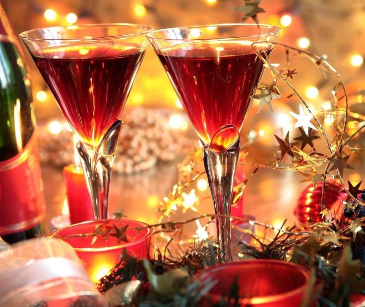 Niech nadchodzący Nowy Rok 2013 przyniesie Wam ze sobą wiele radości oraz refleksji dotyczących minionego okresu i planów.  W tych wyjątkowych dniach życzymy Wam wiele zadowolenia i sukcesów z podjętych wyzwań.