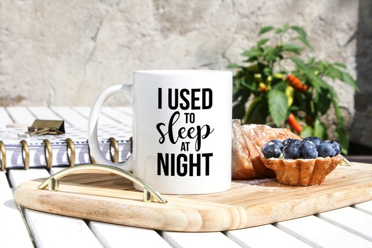 Nachtdienst werknemer mok - nachtdienst geschenken - Night Shift Nurse Gift - slapeloosheid mok - ik gebruikte om te slapen 's nachts - op oproep mok - Insomniac mok door SparklyPrints op Etsy https://www.etsy.com/nl/listing/464477124/nachtdienst-werknemer-mok-nachtdienst
