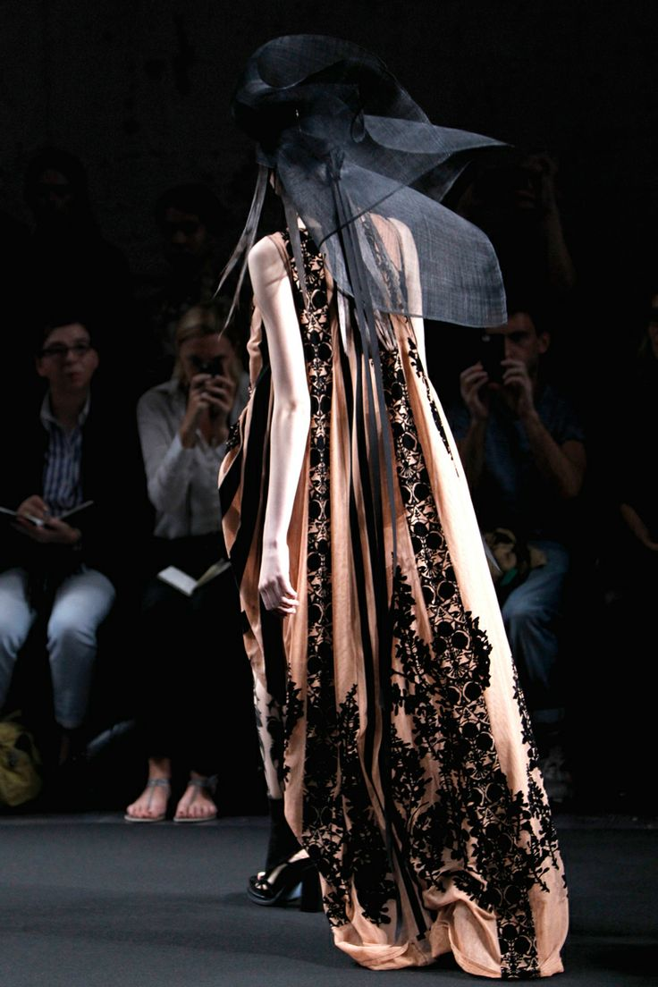 Ann Demeulemeester Spring 2014 RTW - Details - Fashion Week - Runway, Fashion Shows and Collections - Vogue