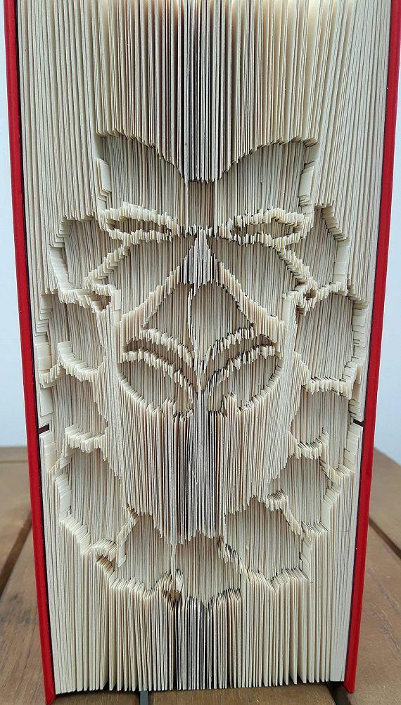 Christmas Wreath Cut & Fold Book Folding Pattern https://www.totallytemplates.co.uk/product/christmas-wreath-cut-fold-book-folding-pattern/