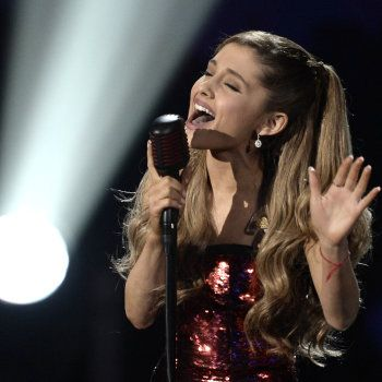 Ariana Grande 'Tattooed Heart' at 2013 AMAs Earns Standing Ovation: Watch