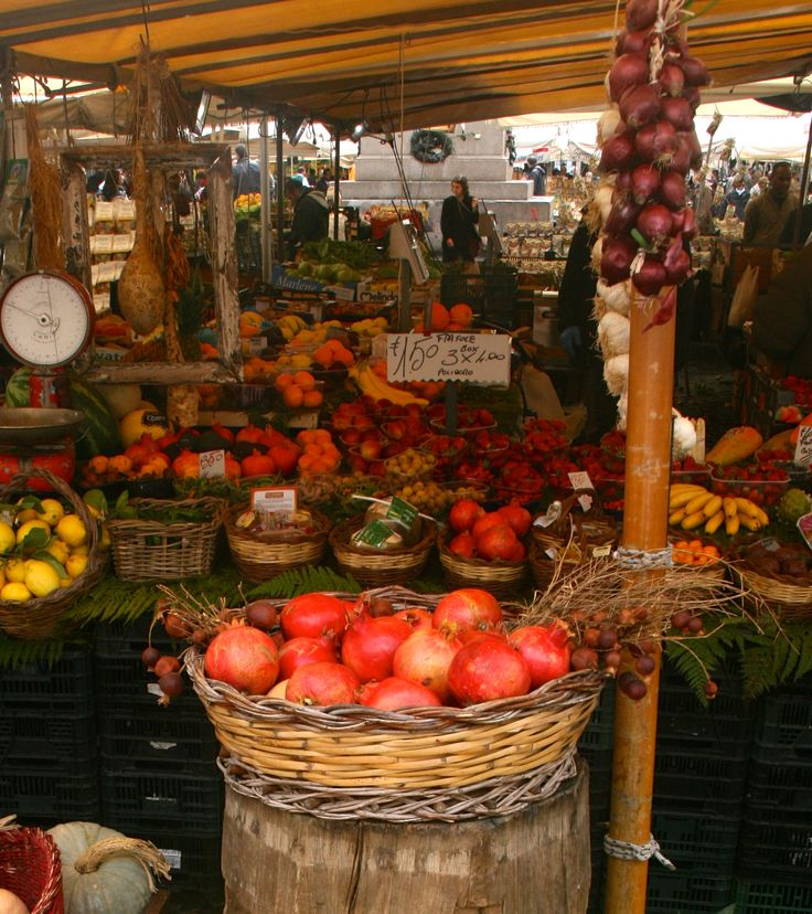 Lots of choices today at the Campo De'Fiori Market #POM