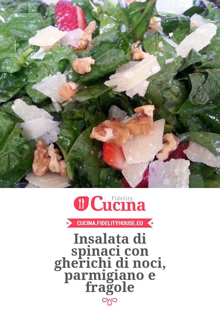 Insalata di spinaci con gherichi di noci, parmigiano e fragole