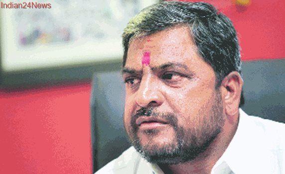 BJP ally Raju Shetti brings farmers' rally to Navi Mumbai