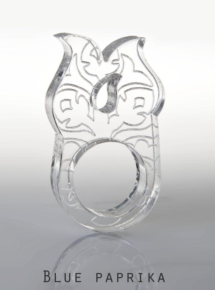 Fafaragás motívumos átlátszó plexigyűrű