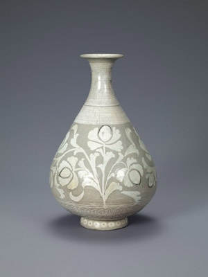 Bottle with decoration of peonies and dots. Korean, Joseon dynasty (1392-1910); first half of the 15th century. Buncheong with inlaid and stamped design. Leeum, Samsung Museum of Art, Seoul.