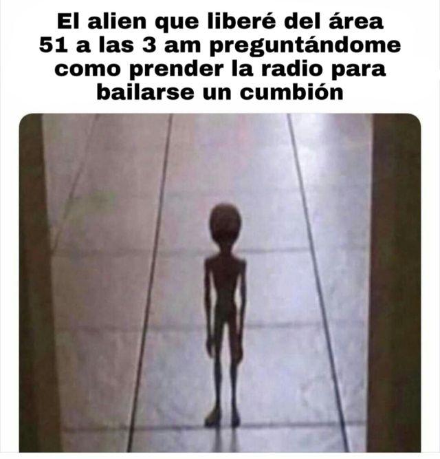 El alien que liber辿 del area 51