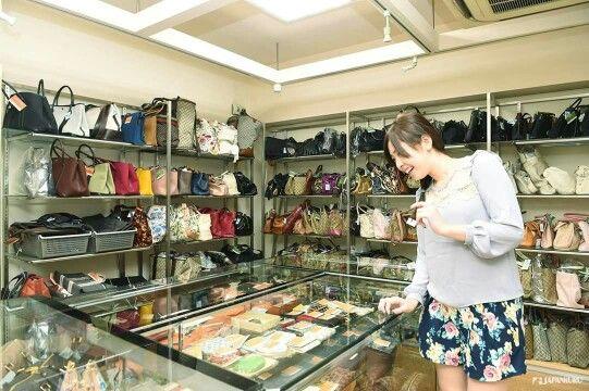 Real Value! Sanoya @ JR Otsuka Station #japankuru #cooljapan #tokyo #100tokyo #japan#otsuka #shopping #brand #LV #sanoya