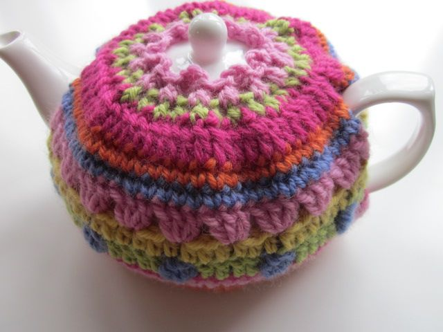 Gorgeous Crochet Tea Cosy Good idea to be able to take the lid off with the cozy still on....