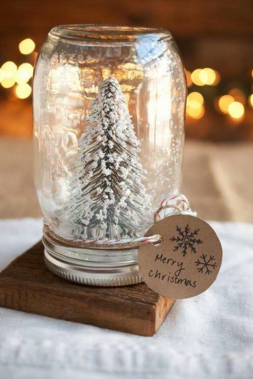 diy globos de nieve hechos con tarros de vidrio. Manualidad sencilla para hacer con niños en Navidad