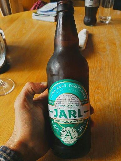 JARL (hoppy blond session ale) 3,8°. Val.Per.- rubia dorada con mucha burbuja y espuma persistente. Sabor con toques afrutados pero con alto Ibus.