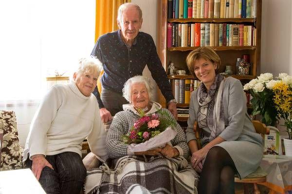 Innsbruck: Feiern, wie die Feste fallen - Bürgermeisterin gratulierte zu Geburtstagen und Eisernen Hochzeit