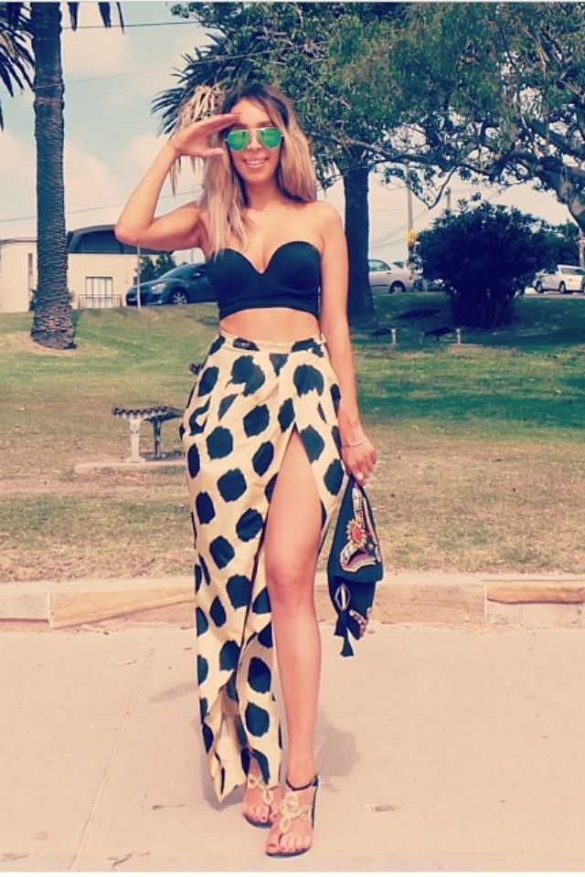 Love the way she's wearing the sweetheart bathing suit top with the cheetah slit skirt. New summer bathing suit outfit for summer 2014! Can't wait