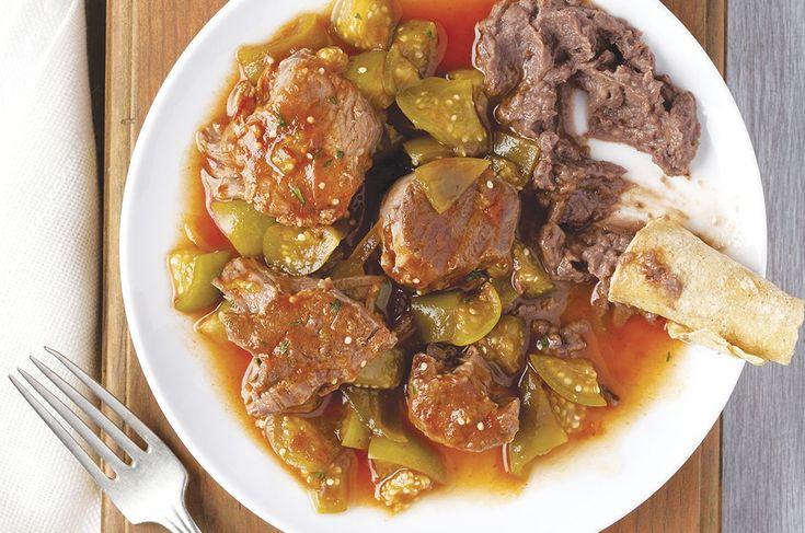 Cómo hacer Entomatado de res en olla express. Consiente a la familia con esta receta mexicana, si eres principiante y quieres lucirte, es la ideal.
