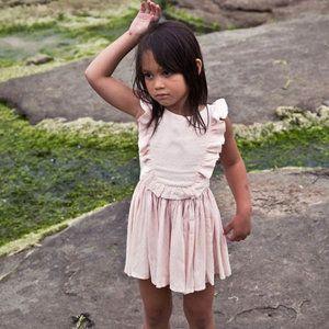 Gewoon een heel mooi zomers jurkje van Morley.     Geproduceerd in: Portugal   Artikelnummer: FLAMENCO-JEDI-POUDRE   Kleur: poeder   Samenstelling: 100%...