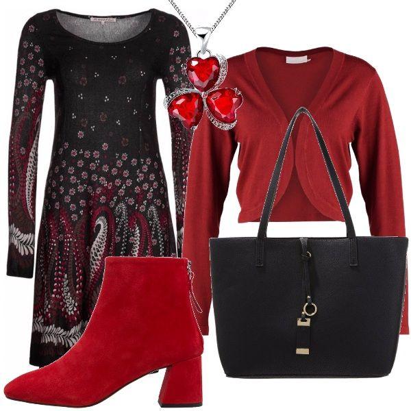 Non so voi, ma io adoro i vestitini perché rendono veloce la fase di vestizione... Ti fanno sentire femminile anche quando hai poco tempo per dedicare al look. Per questo completo da giorno propongo vestitino manica lunga con fantasia, abbinato a questo cardigan rosso, alla collana brillante e a questa maxibag nera capiente. Unico dettaglio più caro lo stivaletto rosso... che può essere sostituito da uno stivaletto o un francesina nera.