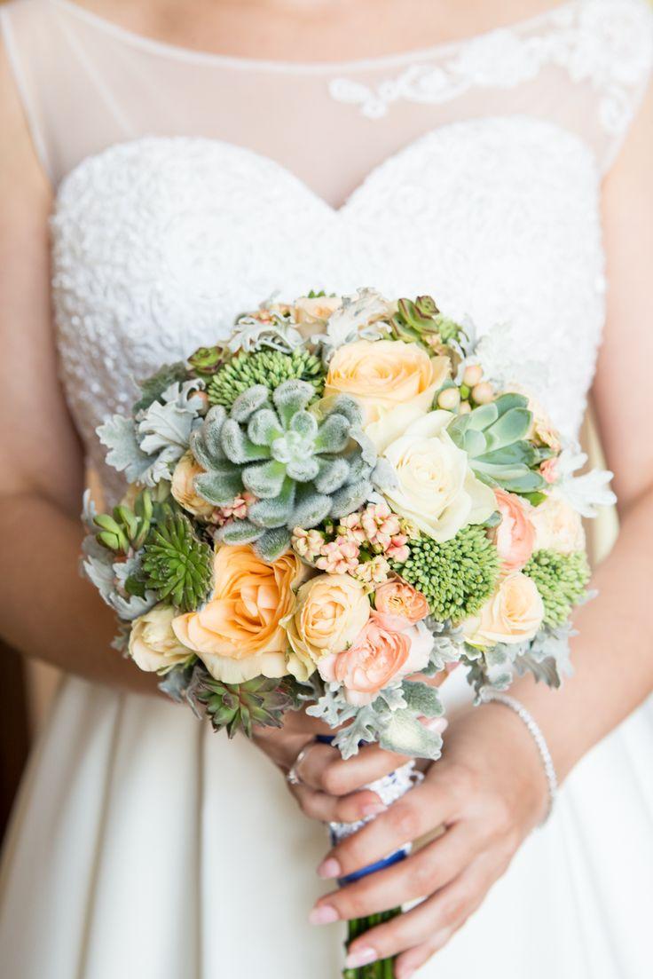 bukiet panny młodej/wedding bouquet  udało się- bukiet z sukulentami był taki jak sobie wymarzyłam :)