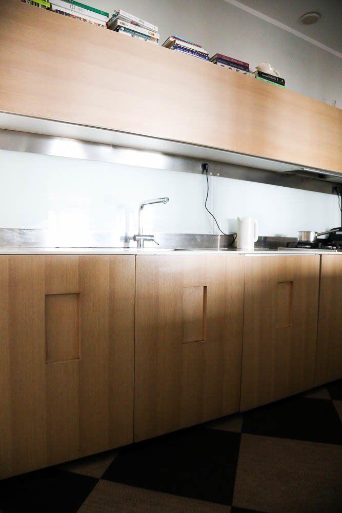 The Socialite Family | Cuisine en bois sur-mesure chez Marie-Louise Scio. #meet #portrait #marielouisescio #pellicanogroup #italy #hotel #rome #dolcevita #kitchen #cuisine #bois #wood #inox #inspiration #idea #decor #home #thesocialitefamily