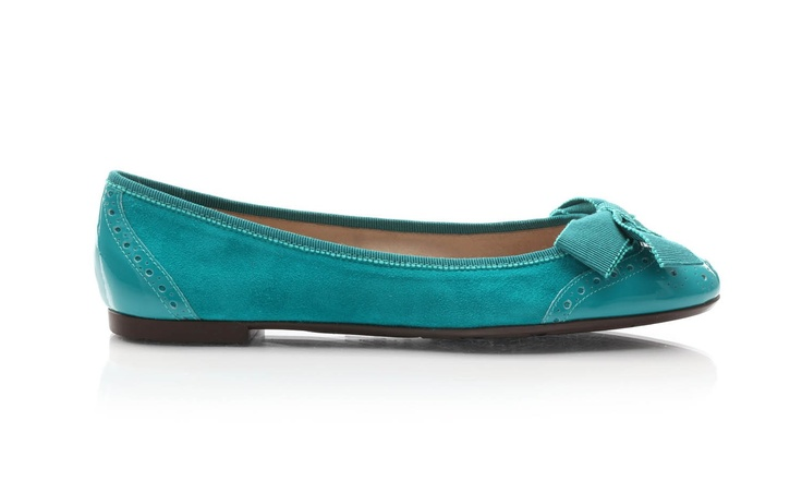 Suede ballet flats with printed rubber sole and canete-like laces, with patent details on the toe (rounded) and heel. @Salvatore Ferragamo Official #ballerine