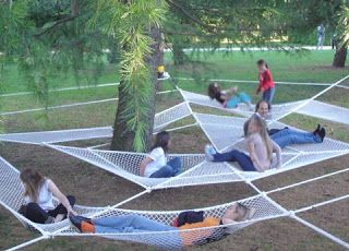 Gave me the idea of a kids hammock or 2 (ilia estudio interiorismo: Instalación en un parque Italiano)