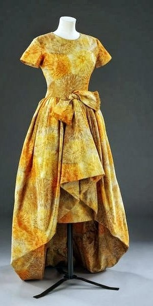 Christian Dior Dress - 1960 - Design by Yves Saint Laurent (1936-2008) - Printed silk - Victoria and Albert Museum Collection, London - @~ Mlle