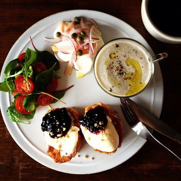 Today's breakfast. French toast with Vanilla Ice cream, Mushroom Soup. マッシュルームの豆乳ポタージュ、フレンチトーストアイスのせ。 - @keiyamazaki- #webstagram