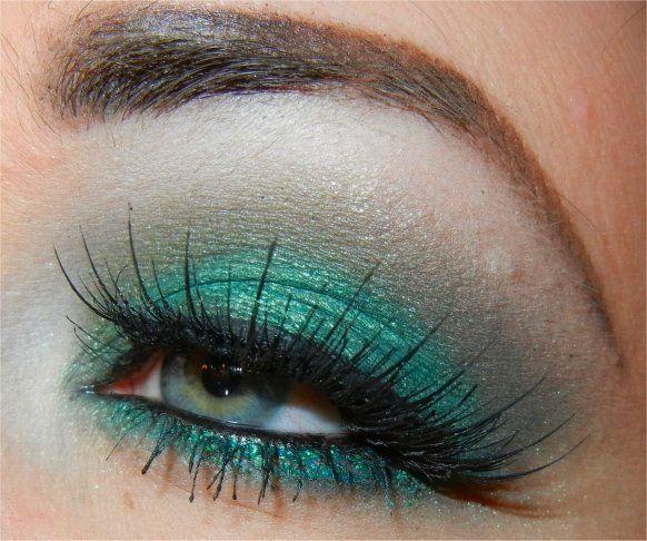 "BFTE Cosmetics, Mineral Eye Shadow ""Walking on Water"" & ""Green Apple"", Sugarpill Cosmetics, Loose Eyeshadow ""Junebug"", MAC Eyeshadow ""Mont Black"" & ""All That Glitters"""