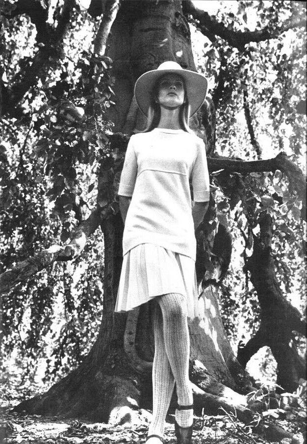 Vogue UK 1965 Model: Francoise Rubartelli Photographer: Franco Rubartelli