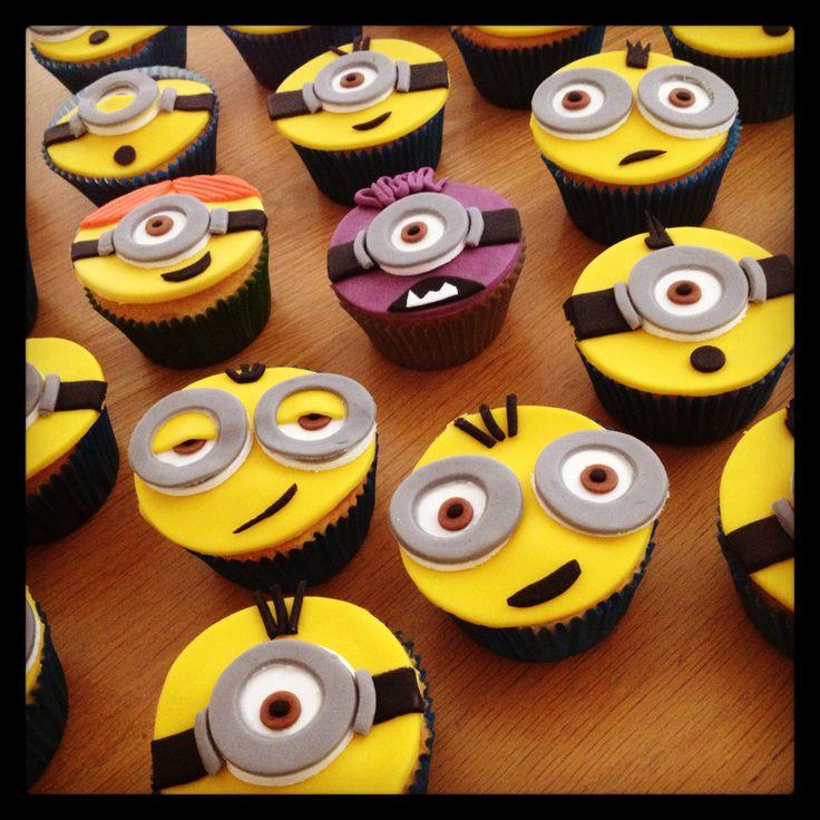 Rie... raa... rammelbibs! Minions cupcakes www.cakesenjoy.blogspot.com