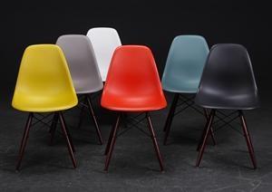 Lauritz.com - Moderna bord och stolar - Charles Eames 1907- 1978. Seks armstole, model DSW (6) Denne vare er sat til omsalg under nyt varenummer 2535771 - DK, Roskilde, Store Hedevej