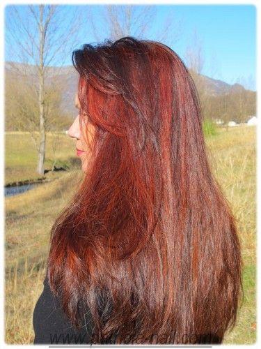 Coloration rouge réalisé avec du henné naturel cuivré.