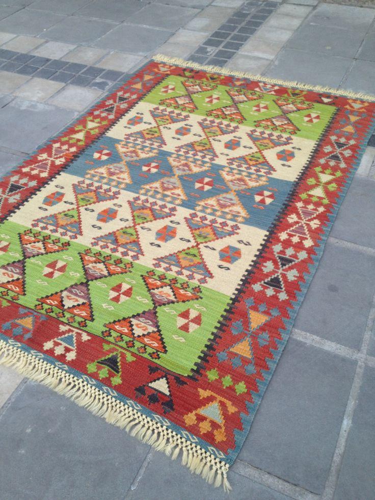 17 best tapis kilim ethnique vintage vintage kilim rug. Black Bedroom Furniture Sets. Home Design Ideas