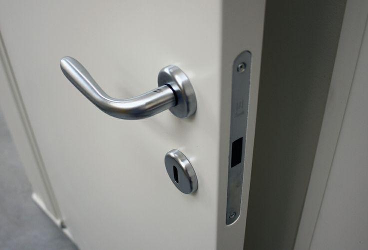 FBP porte | Collezione OLIVIA Dettaglio serratura magnetica #fbp #porte #legno #door #wood #varnished #interiors
